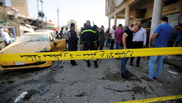 Cordon policial alrededor de la zona afectada por la explosión en Bagdad, Irak - Sputnik Mundo