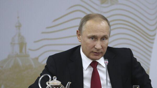 Vladímir Putin, presidente de Rusia, en el SPIEF 2017 - Sputnik Mundo