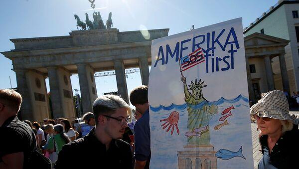 Protesta contra la salida de EEUU del Acuerdo de París - Sputnik Mundo