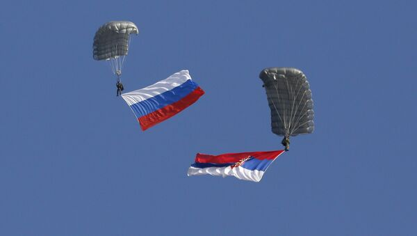 Banderas de Rusia y Serbia - Sputnik Mundo