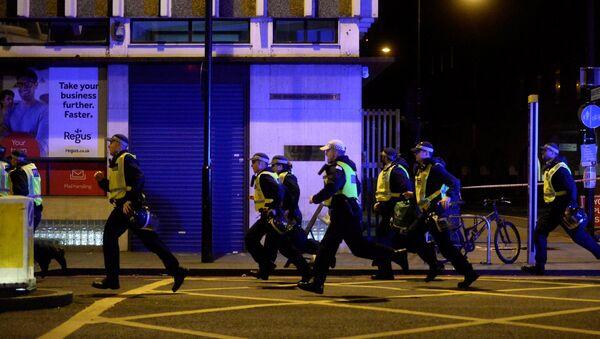 La Policía británica responde al incidente en el Puente de Londres - Sputnik Mundo