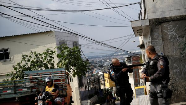 Policía brasileña en Río de Janeiro - Sputnik Mundo