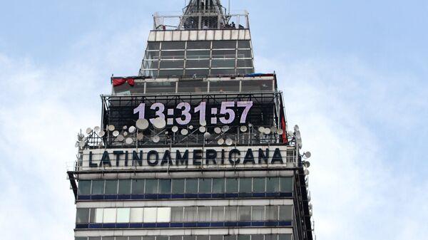 El reloj de la Torre Latinoamericana - Sputnik Mundo