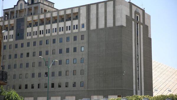 La policía de Irán cerca del Parlamento - Sputnik Mundo