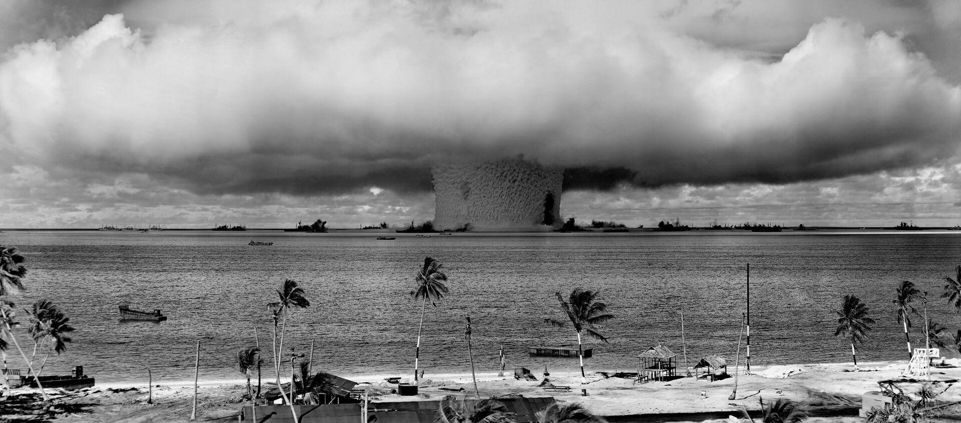 Una prueba nuclear realizada por EEUU en el atolón Bikini, en 1946 (imagen referencial) - Sputnik Mundo, 1920, 21.05.2020