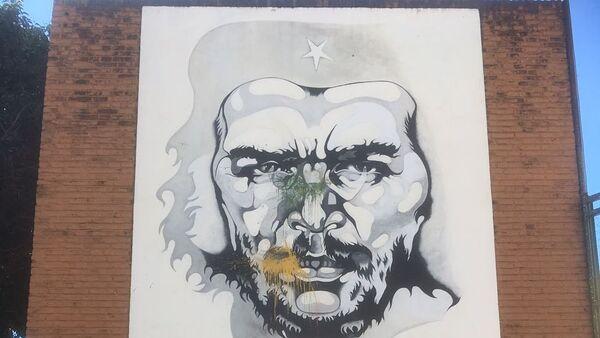 Mural de Ricardo Carpani en homenaje al Che Guevara, en la Plaza de la Cooperación, Rosario, Argentina. - Sputnik Mundo