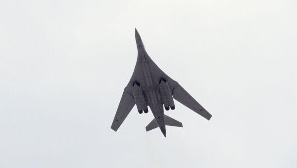 В воздухе бомбардировщик ТУ-160 - Sputnik Mundo