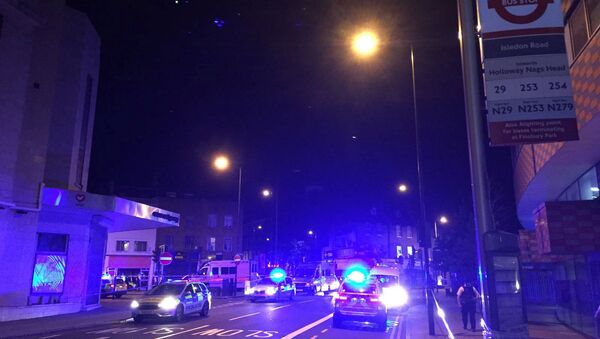 Police are seen near Finsbury Park as British police say there are casualties after reports of vehicle colliding with pedestrians in North London, Britain - Sputnik Mundo