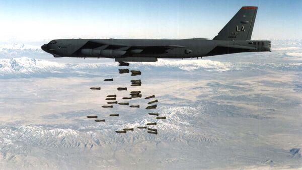 El B-52, utilizado en los bombardeos de Yugoslavia - Sputnik Mundo
