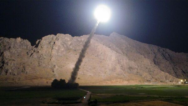 Lanzamiento de un misil iraní (archivo) - Sputnik Mundo