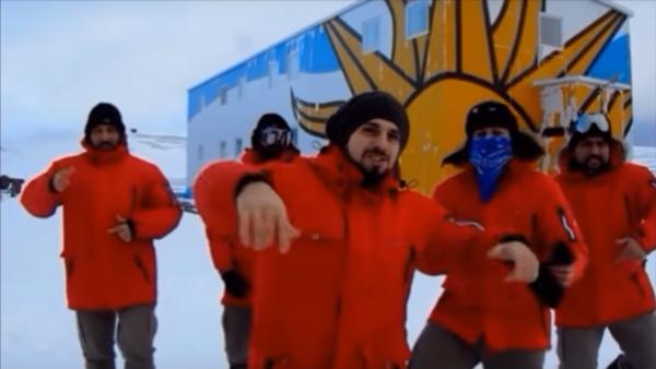 Uruguayos bailan Despacito en la Antártida - Sputnik Mundo