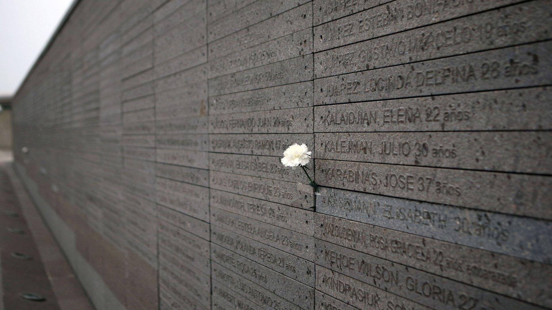 Monumento a las Víctimas del Terrorismo de Estado, con los nombres de los desaparecidos y asesinados durante la dictadura en Argentina (1976-1983) - Sputnik Mundo, 1920, 23.03.2021