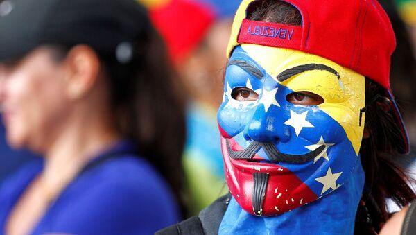 Participante de una manifestación en Venezuela - Sputnik Mundo