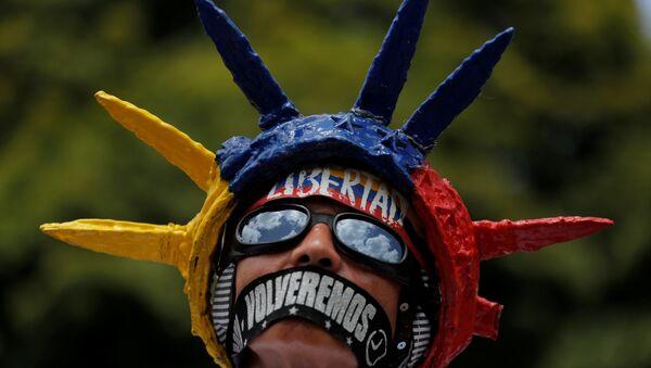 Un manifestante en Venezuela - Sputnik Mundo