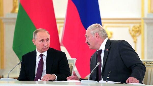 Presidente de RUsia, Vladímir Putin, y presidente de Bielorrusia, Alexandr Lukashenko - Sputnik Mundo