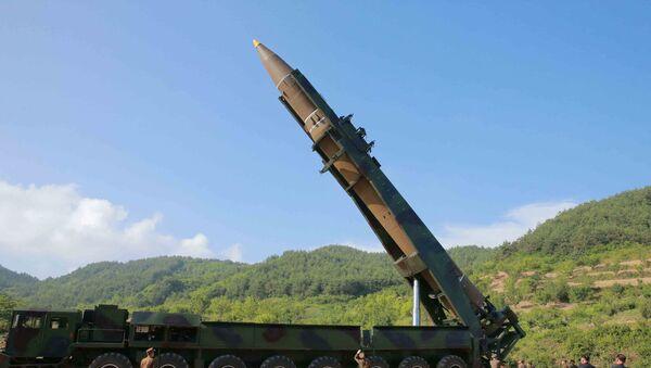 Hwasong-14, misil balístico norcoreano - Sputnik Mundo
