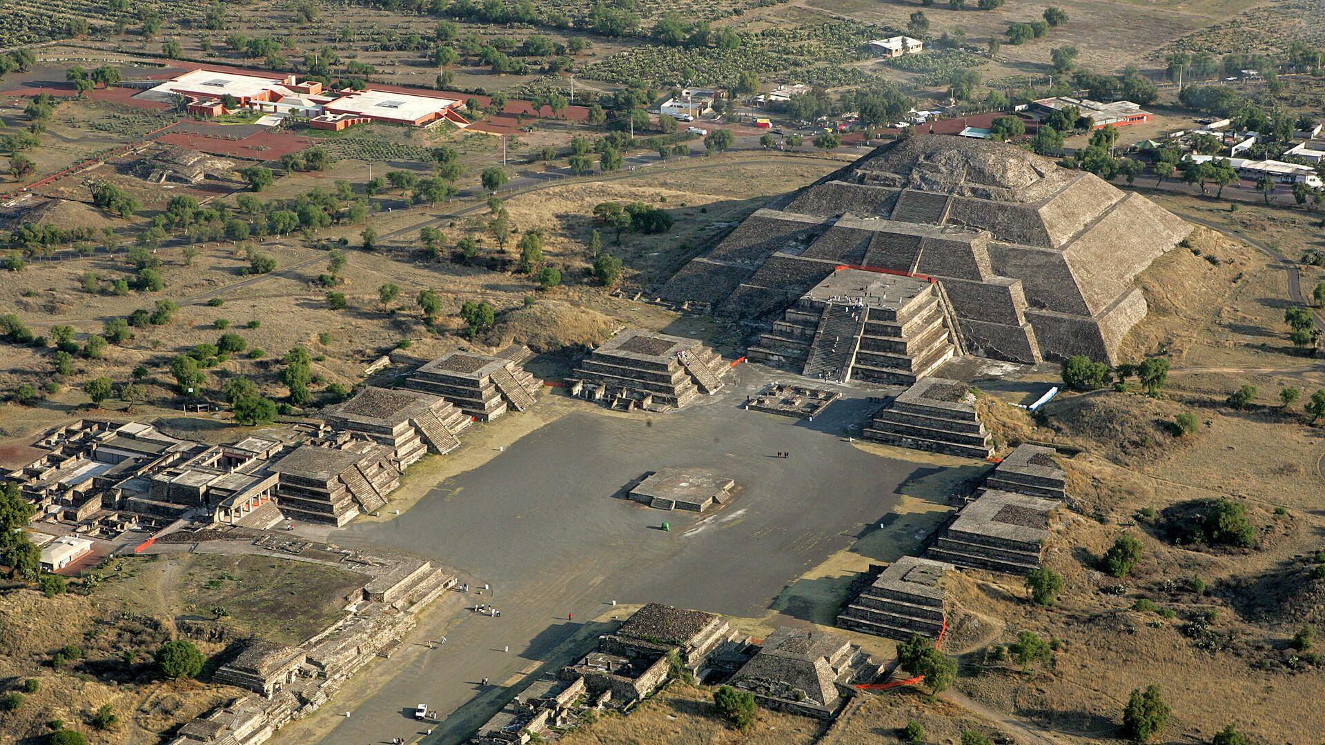 La pirámide de la Luna en Teotihuacán, México - Sputnik Mundo, 1920, 21.09.2021