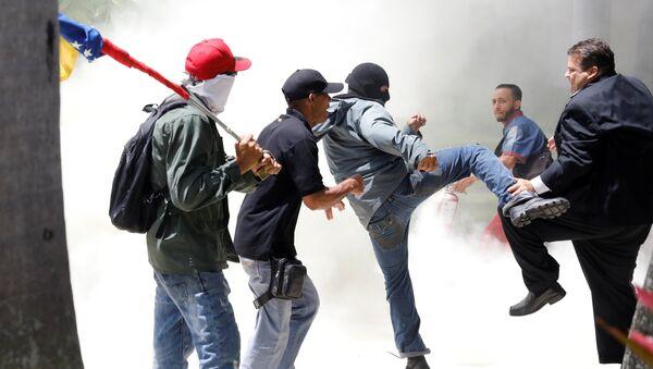Enfrentamientos en Caracas - Sputnik Mundo