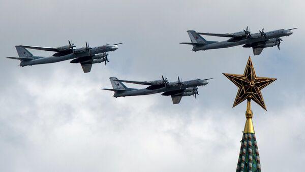 Bombarderos estratégicos Tu-95MS en Moscú, Rusia (archivo) - Sputnik Mundo