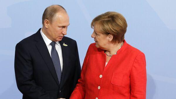 El presidente de Rusia Vladímir Putin y la canciller alemana Angela Merkel - Sputnik Mundo