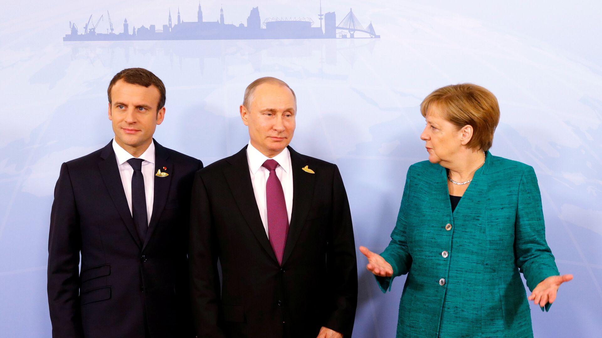Los presidentes de Francia y Rusia, Emmanuel Macron y Vladímir Putin, y la canciller alemana, Angela Merkel - Sputnik Mundo, 1920, 11.10.2021