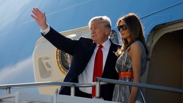 Doland Trump, presidente de EEUU, y Melania Trump, su esposa - Sputnik Mundo