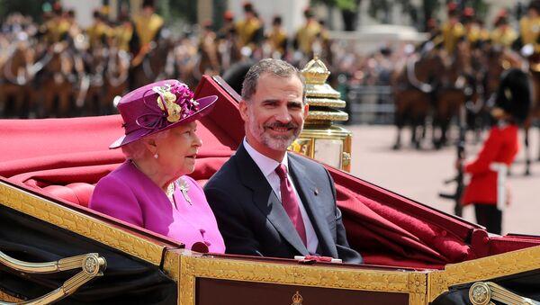 La reina Isabel II y el rey Felipe VI - Sputnik Mundo