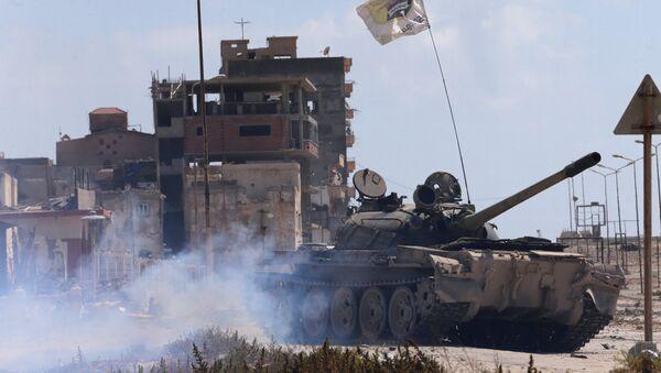 Tanque del Ejército Nacional de Libia - Sputnik Mundo