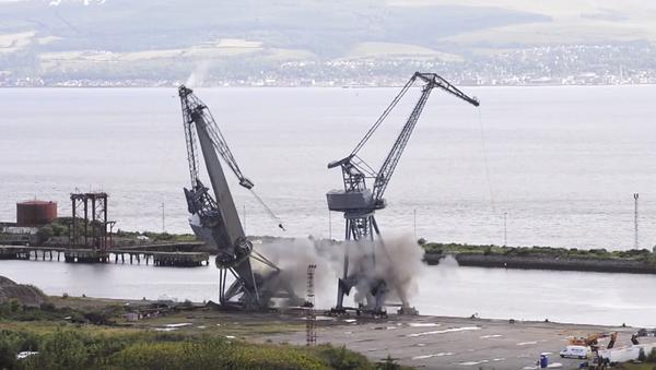 Detonan las grúas de uno de los astilleros más emblemáticos del Reino Unido - Sputnik Mundo