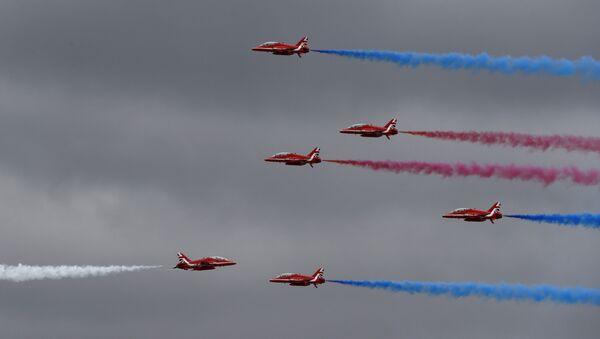Los Red Arrows de la Real Fuerza Aérea del Reino Unido - Sputnik Mundo