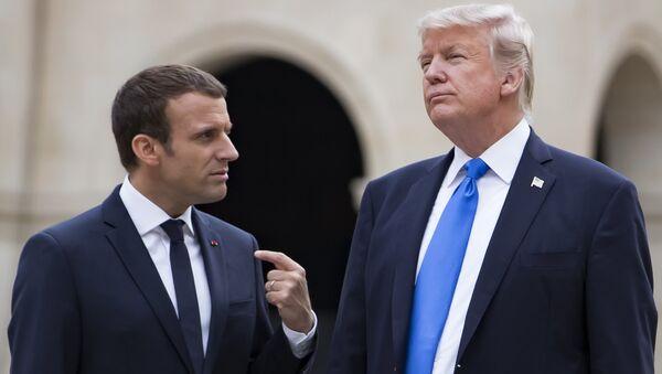 El presidente de Francia, Emmanuel Macron y su homólogo estadounidense Donald Trump - Sputnik Mundo