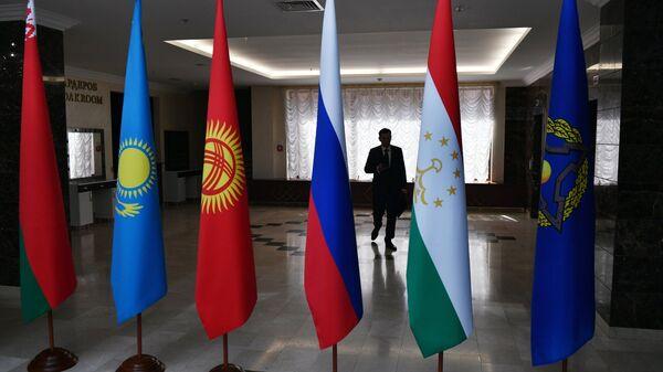 Las banderas de los países de la Organización del Tratado de Seguridad Colectiva (OTSC) - Sputnik Mundo