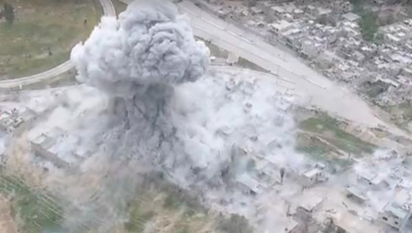 El sistema de desminado UR-77 Meteorit ataca las posiciones de Daesh en Siria - Sputnik Mundo