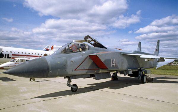 Un avión de despegue vertical Yak-141 - Sputnik Mundo