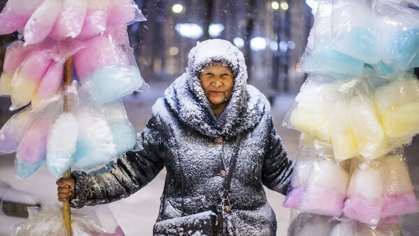 'Vendedora de algodón de azúcar', la foto ganadora del Concurso Internacional de Fotoperiodismo Andréi Stenin - Sputnik Mundo