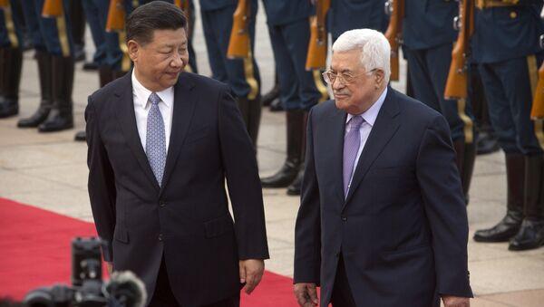 El presidente palestino, Mahmoud Abas, junto con su homólogo chino, Xi Jinping - Sputnik Mundo