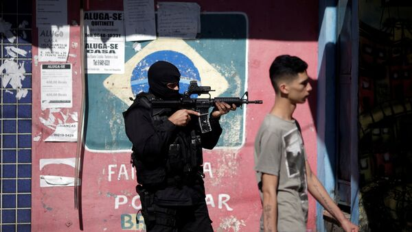 Agente de policía brasileña - Sputnik Mundo
