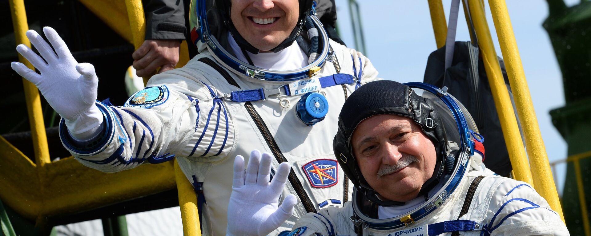 Jack Fischer, astronauta de la NASA, y Fiodor Yurchijin, cosmonauta de Roscosmos, antes de partir en la misión Soyuz-FG, Baikonur, 20 de abril de 2017 - Sputnik Mundo, 1920, 12.04.2021