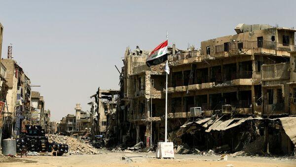 La bandera de Irak en la Ciudad Vieja de Mosul - Sputnik Mundo
