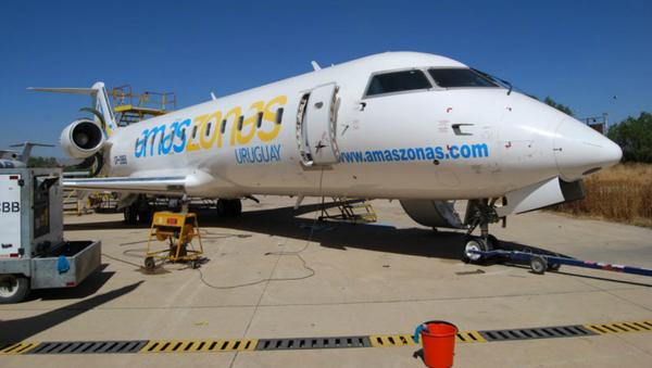 Un avión de la compañía aérea Amaszonas Uruguay - Sputnik Mundo
