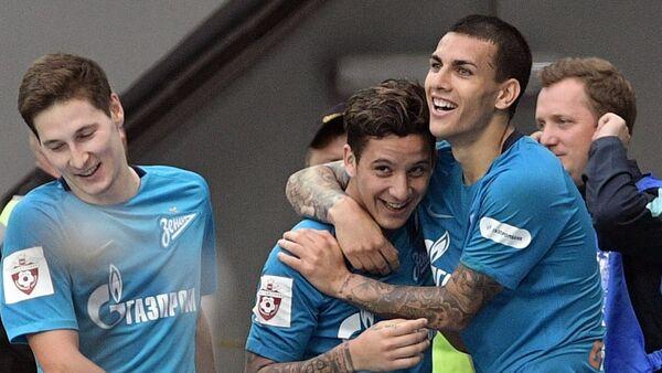 De izquierda a derecha: los jugadores del Zenit de San Petersburgo Daler Kuzyaev, Sebastian Driussi y Leandro Paredes festejan un gol contra el Rubin de Kazán por la Liga Premier de Rusia. - Sputnik Mundo