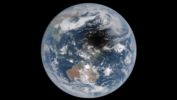 Imagen de un eclipse solar desde el espacio - Sputnik Mundo