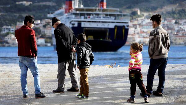Inmigrantes en las costas del mar Mediterráneo - Sputnik Mundo
