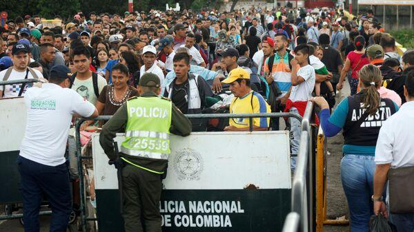 Los venezolanos en la frontera con Colombia (archivo) - Sputnik Mundo