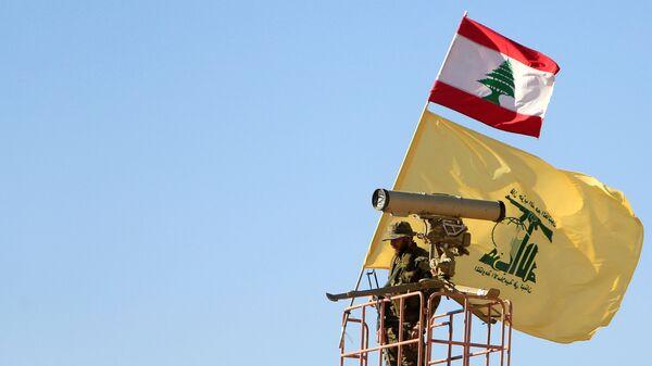 Un miembro del Hizbulá en la frontera siria-libanesa - Sputnik Mundo