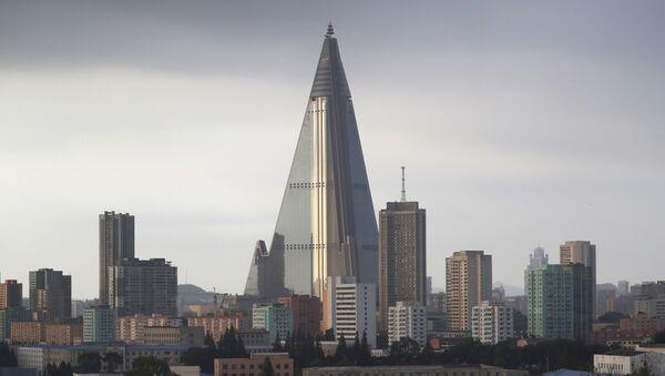 Hotel Ryugyong en Pyongyang, Corea del Norte - Sputnik Mundo