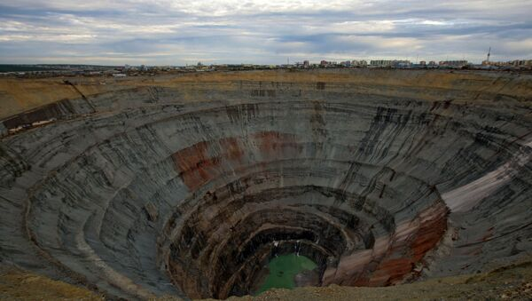 Una mina de diamantes Mir, situada en Yakutia - Sputnik Mundo