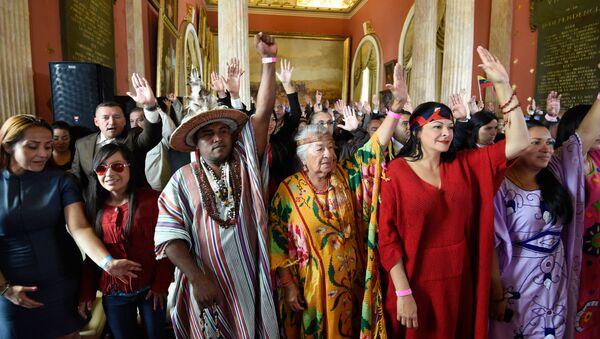 Representantes de los pueblos nativos durante la instalación de la Asamblea Constituyente en Venezuela - Sputnik Mundo