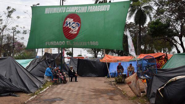 Campesinos paraguayos en la plaza de Armas frente al Congreso Nacional en Asunción, Paraguay - Sputnik Mundo