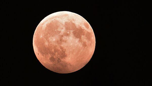Un eclipse lunar observado desde Grozni, Chechenia (archivo) - Sputnik Mundo